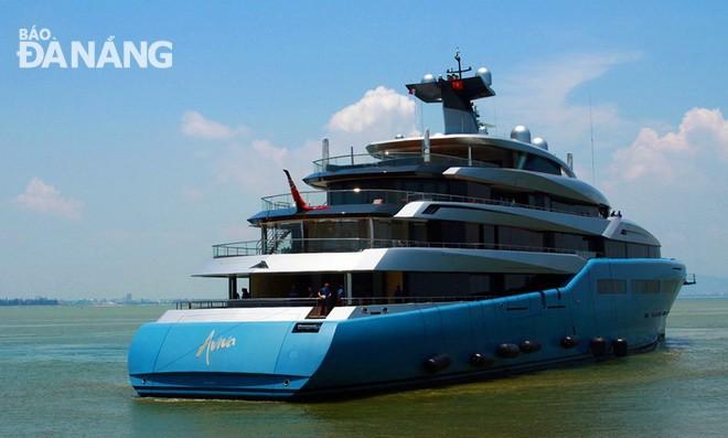 英国亿万富翁约瑟夫•刘易斯的游艇游览岘港、会安和下龙湾 - ảnh 1