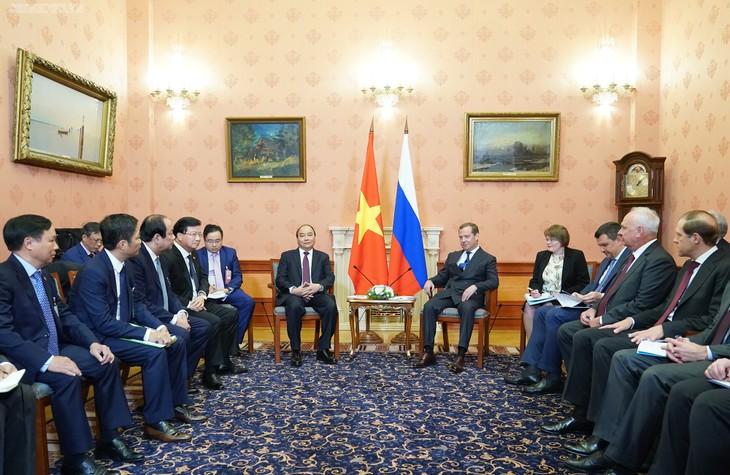 阮春福和俄罗斯总理梅德韦杰夫举行会谈 - ảnh 1