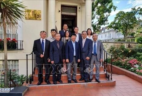 越南外交部副部长阮国强对英国进行工作访问 - ảnh 1