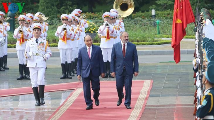 阮春福与亚美尼亚总理帕什尼扬举行会谈 - ảnh 1