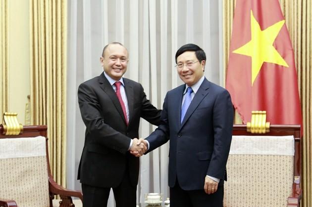 L'ambassadeur kazakh au Vietnam reçu par Pham Binh Minh - ảnh 1