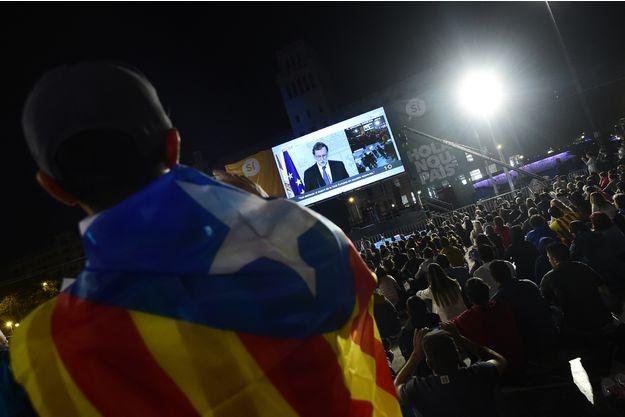 Catalogne : Mariano Rajoy défend