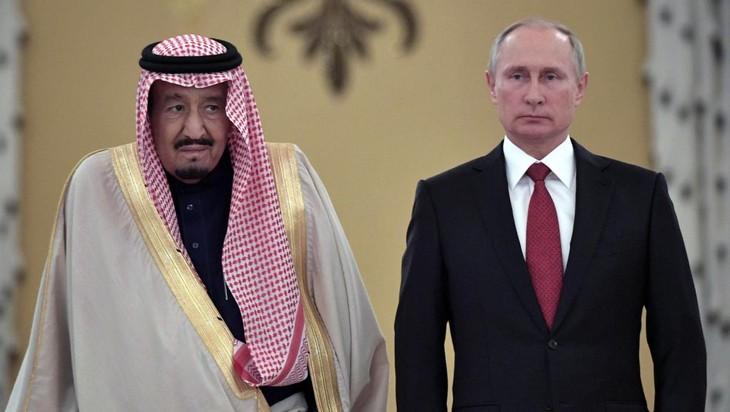 Le roi Salman d'Arabie saoudite en «visite historique» à Moscou - ảnh 1