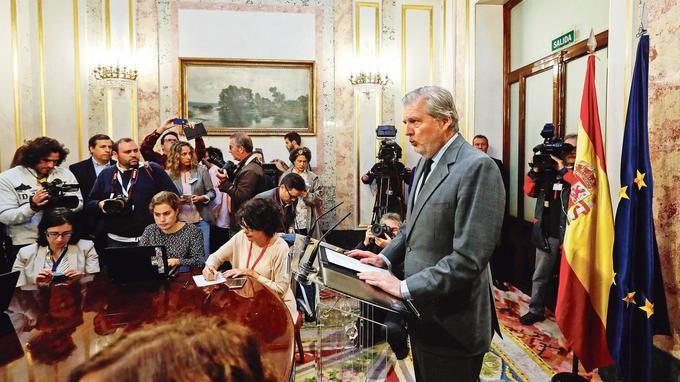 Madrid se décide à reprendre en main la Catalogne - ảnh 1