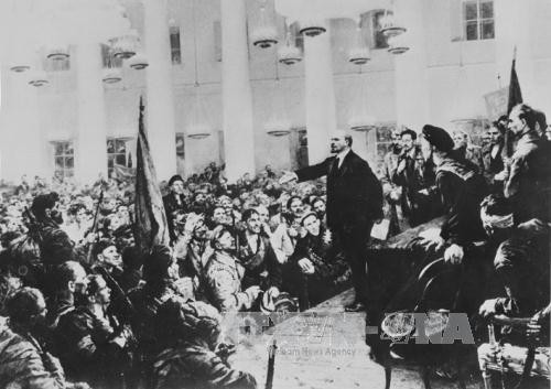 Echange artistique en l'honneur du centenaire de la Révolution d'Octobre russe - ảnh 1