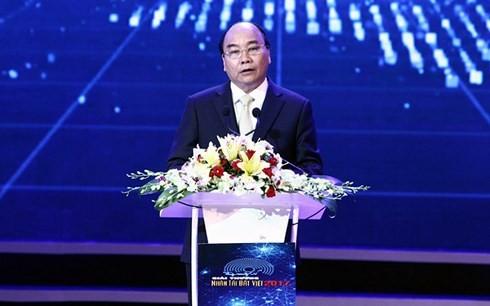 Nguyen Xuan Phuc à la cérémonie de remise des prix «Talent du Vietnam» - ảnh 1