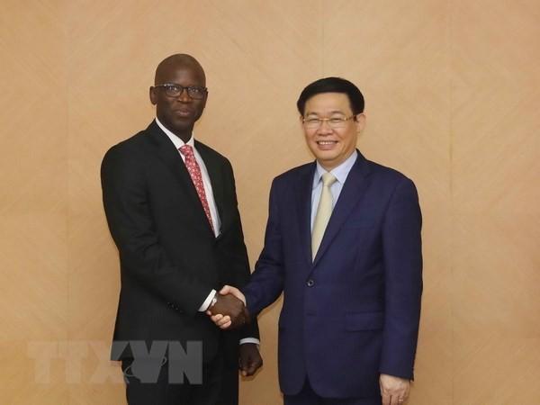 Rencontre entre Vuong Dinh Huê et le directeur de la BM au Vietnam  - ảnh 1