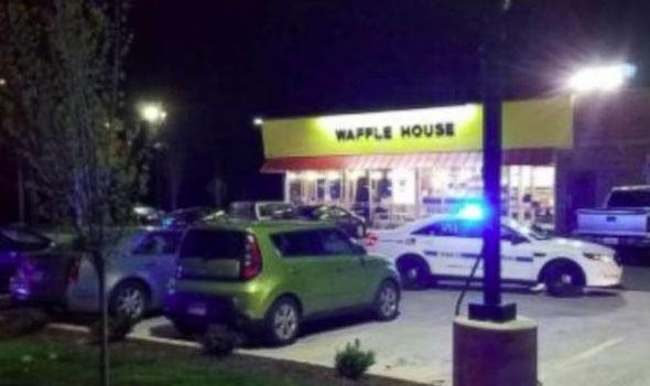 Un tireur tue quatre personnes dans un restaurant aux États-Unis - ảnh 1