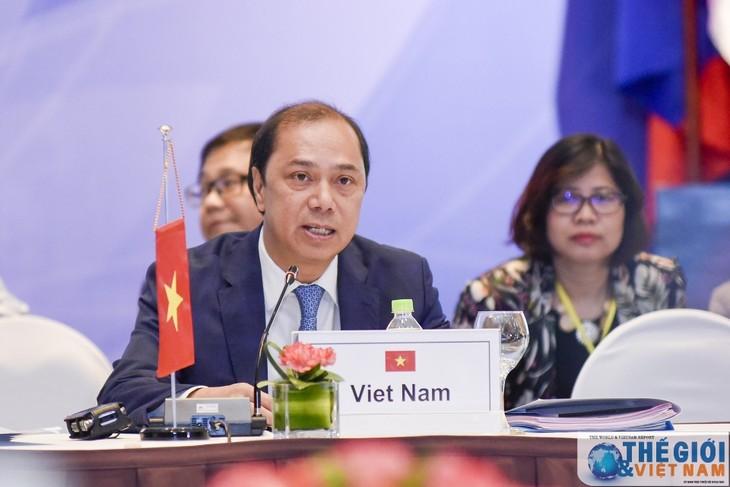 Conférence de hauts officiels de l'ASEAN à Singapour - ảnh 1