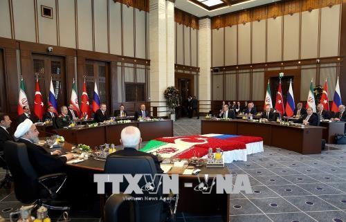 Les ministres turc, russe et iranien des Affaires étrangères se réunissent à Moscou - ảnh 1