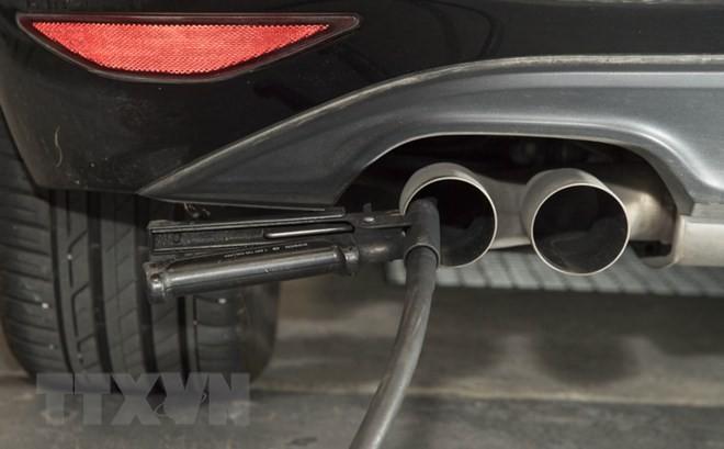 Diesel: l'Allemagne réclame des explications à Daimler - ảnh 1