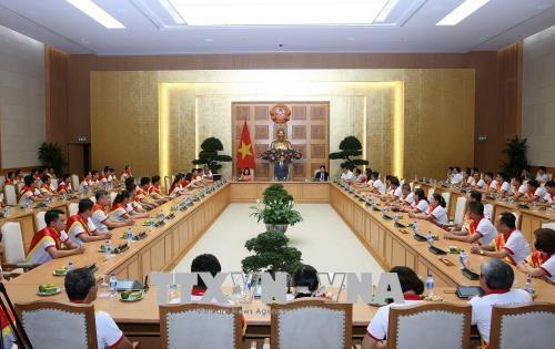 Vu Duc Dam rend hommage aux donneurs de sang - ảnh 1