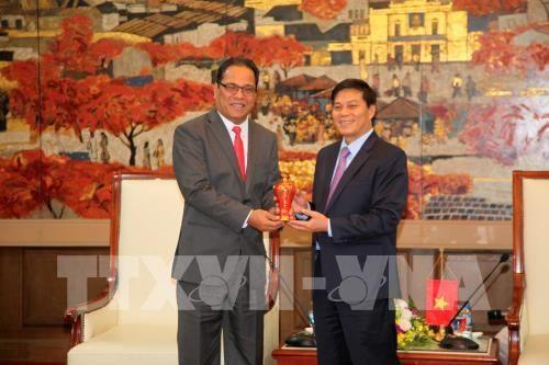 Le président du Congrès des Etats fédérés de Micronésie en visite à Haiphong - ảnh 1