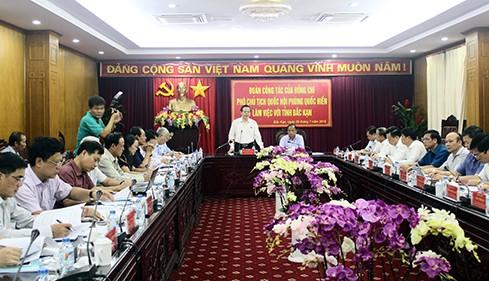 Le vice-président de l'AN Phùng Quôc Hiên en visite à Bac Kan - ảnh 1