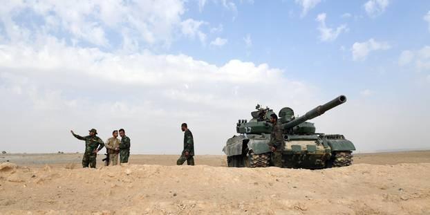 """Syrie : la défense anti-aérienne tire vers une """"cible ennemie"""" - ảnh 1"""