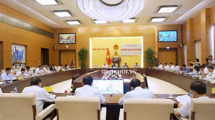 Clôture de la 10e session plénière de la Commission judiciaire de l'Assemblée nationale - ảnh 1