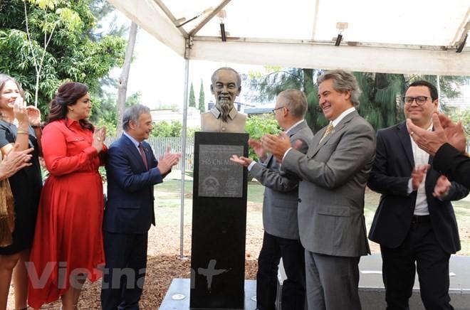 Mexique : Inauguration de la statue du président Hô Chi Minh à Guadalajara - ảnh 1
