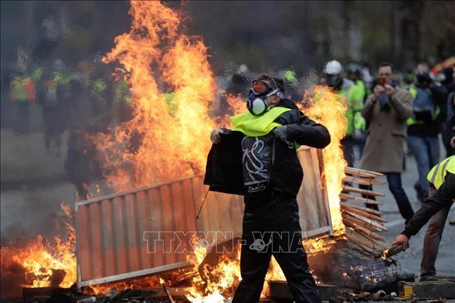 Édouard Philippe annonce le déploiement de 12 blindés de gendarmerie samedi à Paris  - ảnh 1