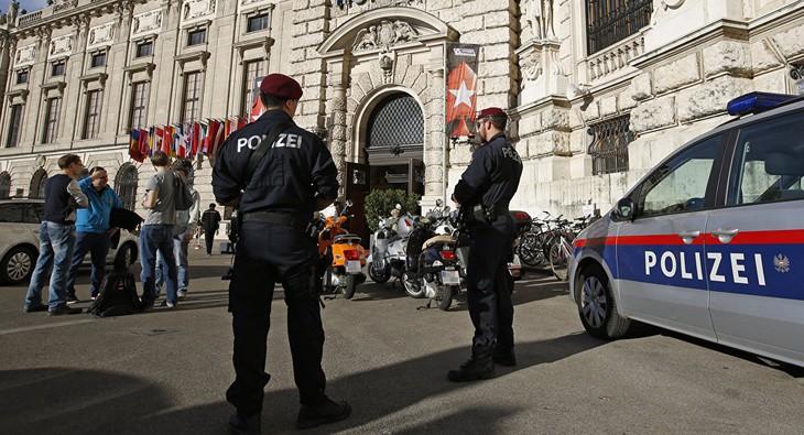 Attaque d'une église à Vienne, plusieurs blessés - ảnh 1