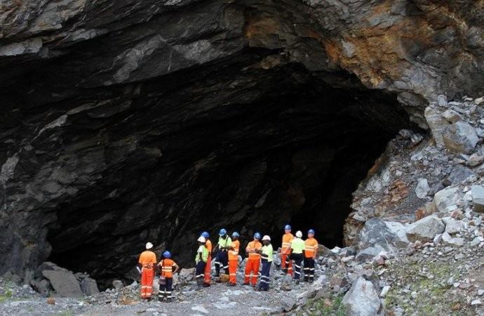 Zimbabwe: 23 mineurs illégaux présumés morts au fond d'une mine d'or inondée - ảnh 1
