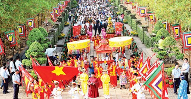 Fête des rois Hùng : carnaval de Viêt Tri - ảnh 1