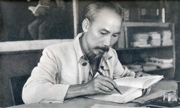 Des activités en l'honneur du 129e anniversaire de la naissance du Président Hô Chi Minh  - ảnh 1