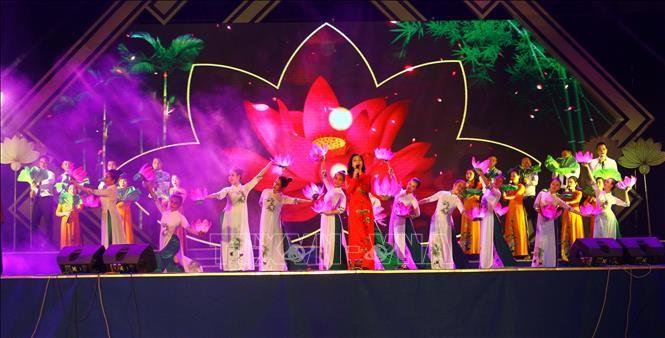 Activités à l'occasion du 129e anniversaire de la naissance du Président Hô Chi Minh - ảnh 1