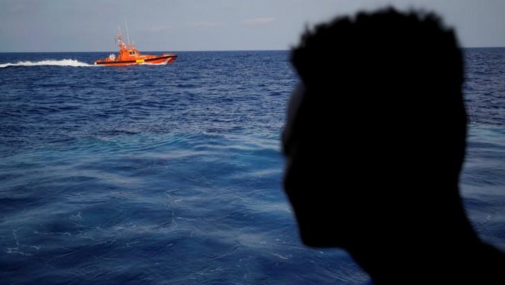 Plus de 80 migrants portés disparus après un naufrage au large de la Tunisie - ảnh 1