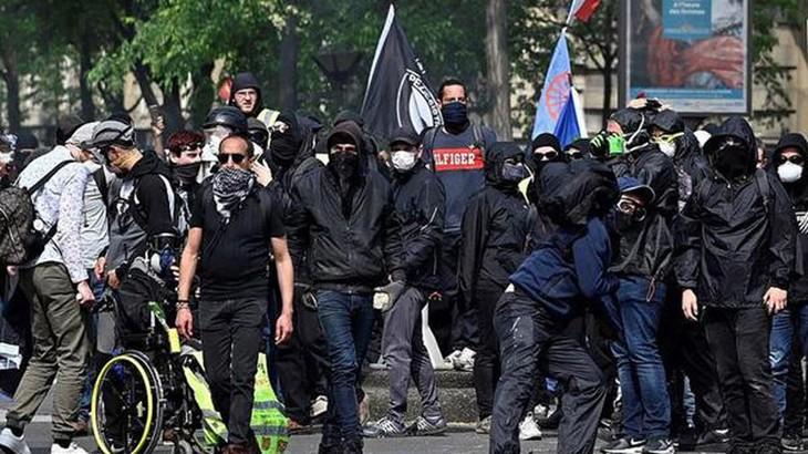 """Des """"gilets noirs"""" clandestins évacués du Panthéon à Paris - ảnh 1"""