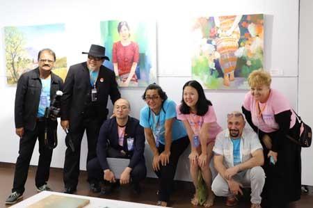 Ouverture du programme international d'échange et d'exposition des beaux-arts de Dà Nang - ảnh 1