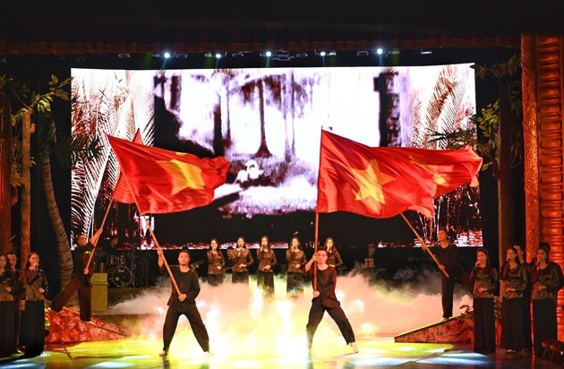 «Marche militaire», un programme artistique en l'honneur de la Révolution d'août - ảnh 1