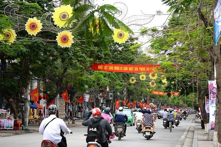 Red Flamboyant Flower Festival 2018 underway in Hai Phong - ảnh 1