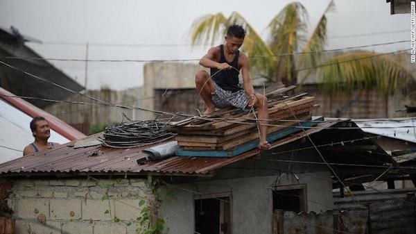 Massive storms devastate US, Philippines - ảnh 1