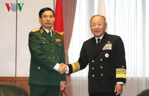 Vietnam, Japan discuss stronger defense ties - ảnh 1