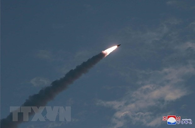 North Korea fires unidentified projectiles off east coast - ảnh 1