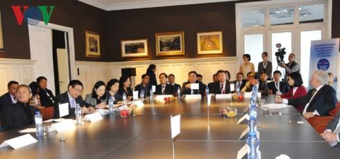 Vuong Dinh Huê termine sa visite de travail en Belgique et à l'UE - ảnh 1