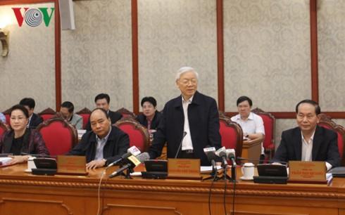 Nguyen Phu Trong travaille avec la permanence du comité du Parti de Hanoï - ảnh 1