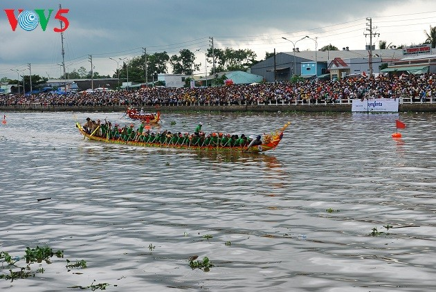 Ok Om Boc, la course de pirogues des Khmers du Sud  - ảnh 1