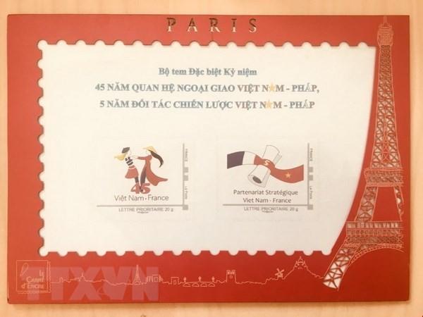 Emission d'une collection philatélique en l'honneur des 45 ans des relations Vietnam-France  - ảnh 1