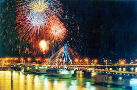 Hanoi: activités culturelles à l'occasion des fêtes du 30 avril et du 1er mai - ảnh 1