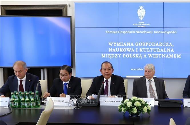 Le vice-PM Truong Hoa Binh au colloque sur la coopération économique Vietnam – Pologne - ảnh 1
