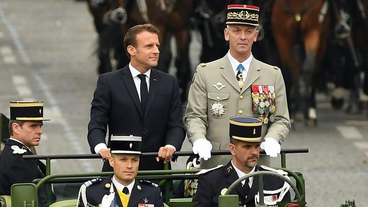 Emmanuel Macron préside un défilé du 14 juillet tourné vers l'Europe - ảnh 1