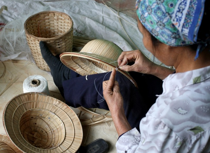 Tri Lễ - a village that makes traditional palm leaf hats - ảnh 6