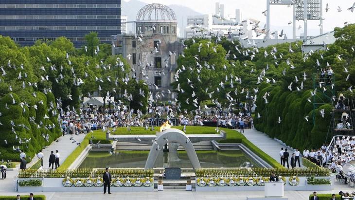 Japan marks 71st anniversary of Hiroshima atomic bombing  - ảnh 2