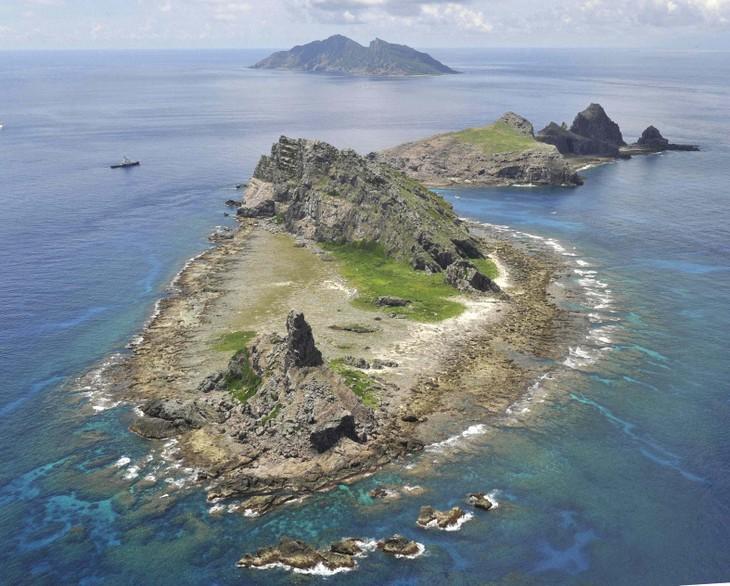 Japan identifies four Chinese coast guard ships enter Japanese waters - ảnh 1
