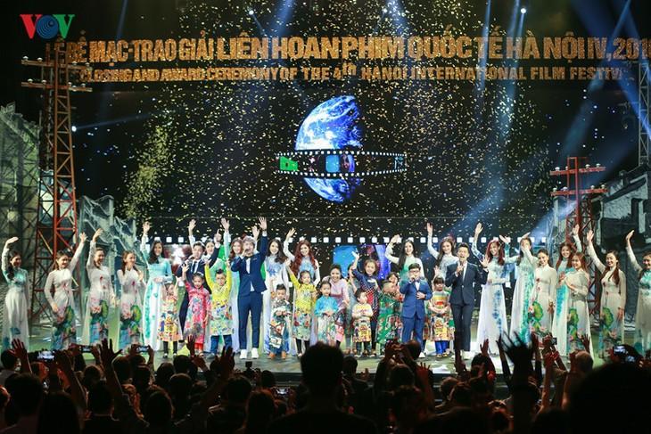 Spectaclular closing ceremony of Hanoi International Film Festival  - ảnh 12