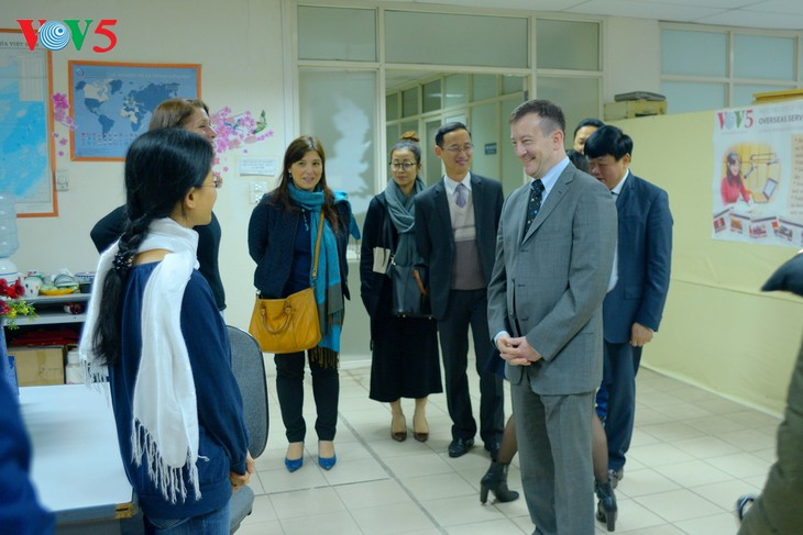 Embassy asked to connect VOV with French media agencies  - ảnh 2