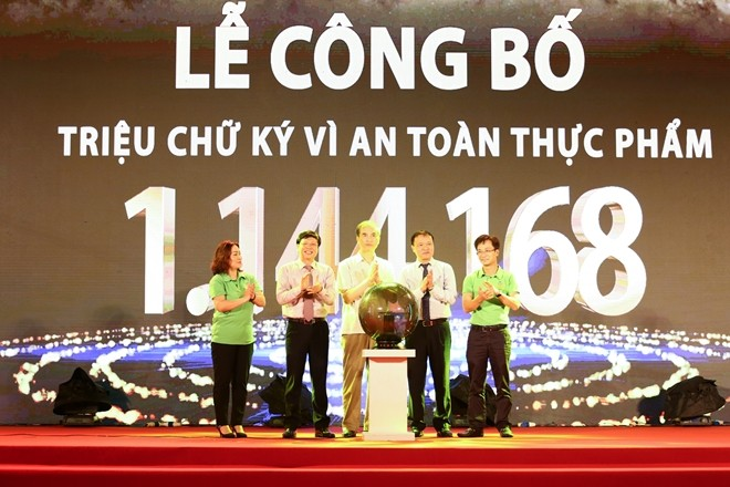 One million signatures for food safety announced in Hanoi - ảnh 1