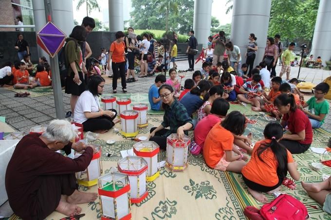 Kids enjoy mid-autumn festival at ethnology museum - ảnh 1