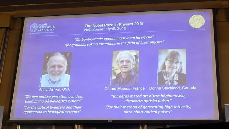 Nobel Prize in Physics awarded for inventions in laser physics - ảnh 1